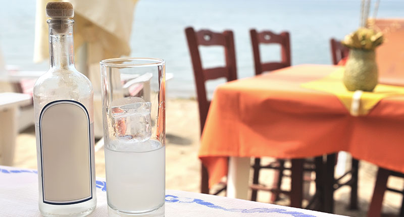 ouzo-proeven-lesbos-fles-eliza-was-here