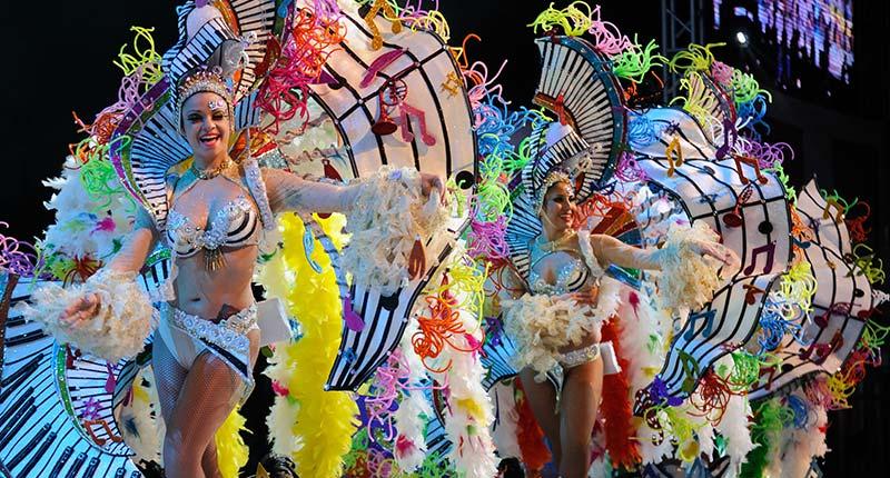 winterzonvakantie-europa-carnaval-de-santa-cruz-de-tenerife-eliza-was-here
